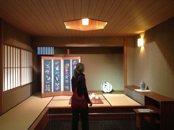 展示室には和室を再現した展示空間もある。